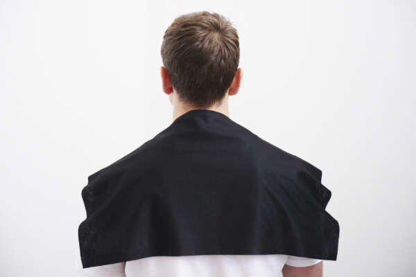 The Easydry Short Towel Black is big enough to cover shoulders and is also absorbent enough to blot excess moisture. This product saves on cost and storage space. At 30cm x 60cm, this short towel is the ideal size to use to dry short hair. It is perfect for barbers or as a second towel on the shoulders in hair salons.